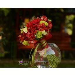 Buchet trandafiri Red Naomi, lisianthus si alstroemeria