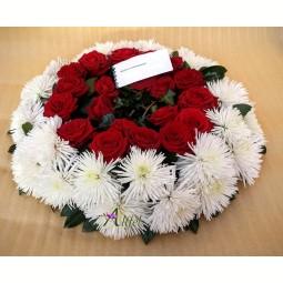 Coroana din trandafiri si crizanteme