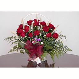 Cos trandafiri rosii