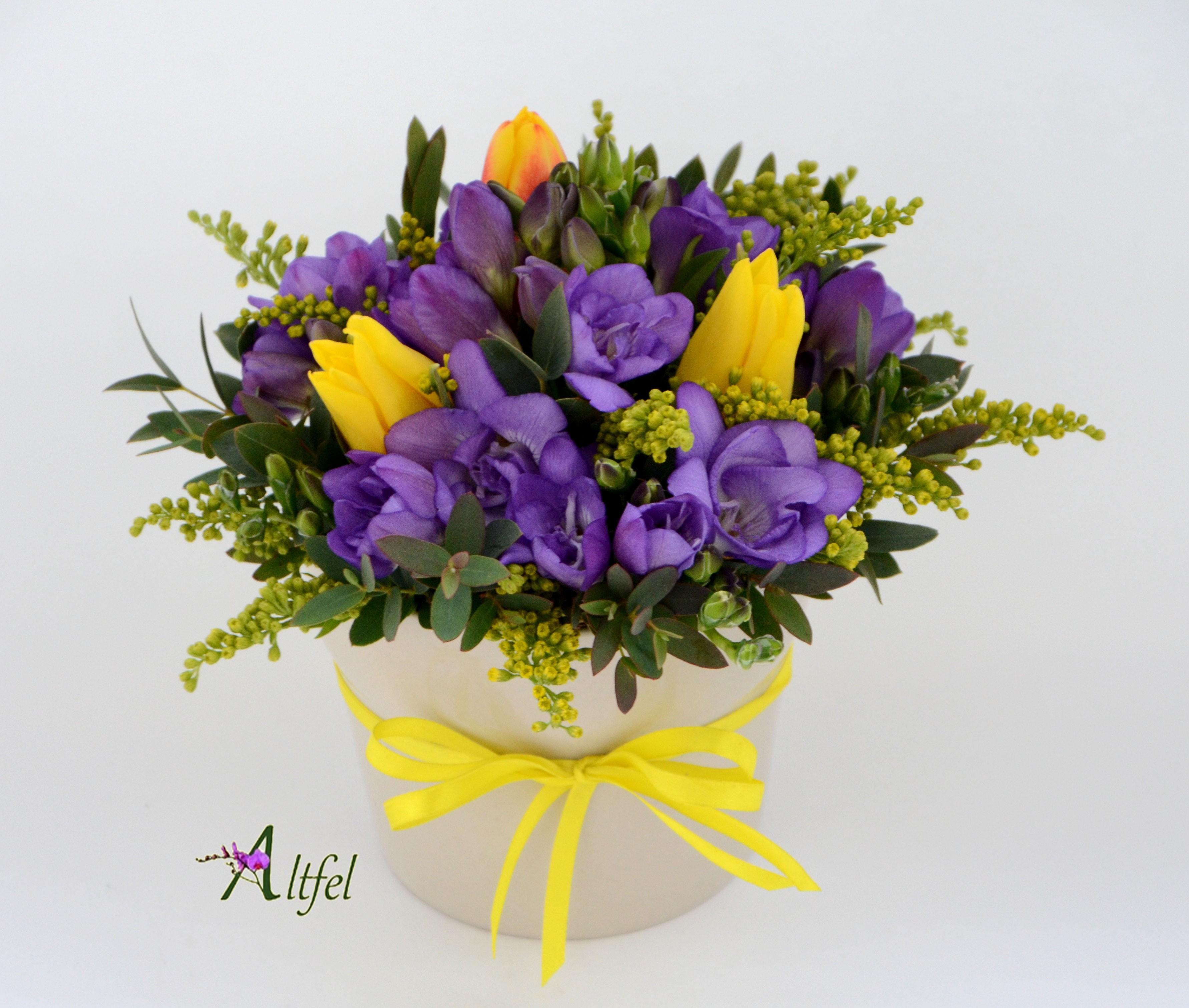 Set 5 Aranjamente Florale Frezii Si Lalele Flori 1 8 Martie