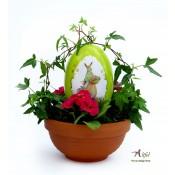 Aranjament floral ou cu specialitati de ciocolata in gradina cu flori