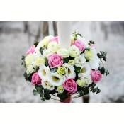 Lumanari cununie trandafiri roz si lisianthus