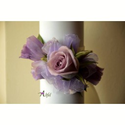 Corsaj trandafir si lisianthus