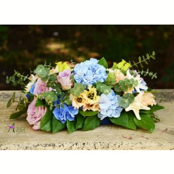 Aranjament trandafiri, lisianthus, hortensie albastra