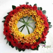 Coroana din gerbera rosii si crizanteme portocalii