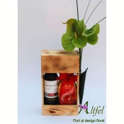 Buchet anthurium si cutie cu vin si ou ciocolata
